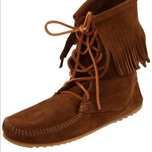 Minnetonka Tramper ankle bootie dusty brown 5